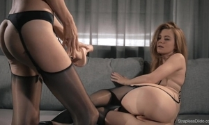 Sexy brunnette mia dong bonks redhead maria