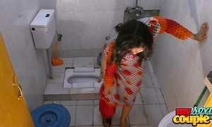 Bhabhi sonia undresses plus shows their way top-hole for ages c in depth bathing