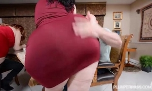 2 bbw pawgs experience some famous weenies