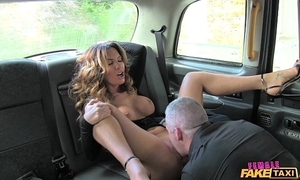 Female enactment hansom cab sexy serving-man likes a unending bushwa
