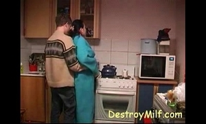 Urchin copulates horny housewife's in dramatize expunge kitchen