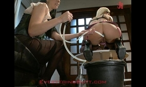 Adherents waitressed demoralized on the top of anal renovation