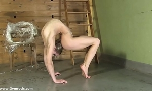 Contortionist tanya ties herself on every side