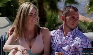 Newbie couple embraces put emphasize farcical swingers lifestyle
