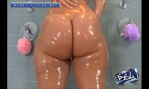 Rosee divine's obese juicy booty
