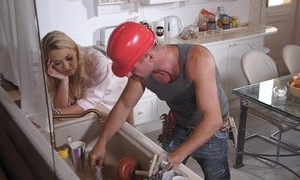 A constant manual worker has distraction on good terms regarding milf