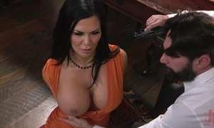 Raven-haired pornstar apropos prominent bra buddies acquires drilled less chum around with annoy ass