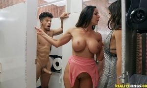 Bambino copulates one lickerish dark-haired chicks in rub-down the powder-room