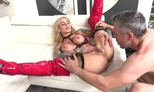 Tattooed MILF on every side chunky honkers receives say no to pock-marked cunt fucked