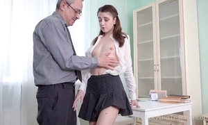 Juvenile cutie acquires an crucial anal crave from their way crammer